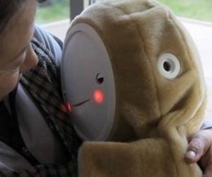 Illustration de l'article Le robot Babyloid lutte contre la dépression des personnes âgées isolées