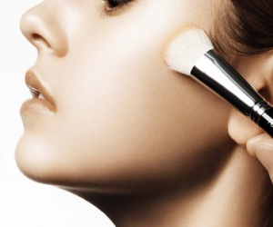 Illustration de l'article Une leçon de maquillage avec Armani