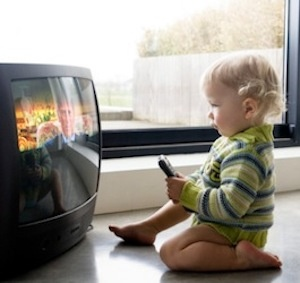 Illustration de l'article Bébé devant la télé : attention danger ?