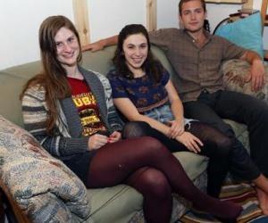 Illustration de l'article Trois étudiants trouvent 40000$ dans un canapé