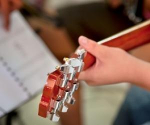 Illustration de l'article Une adresse pour apprendre à jouer de la guitare
