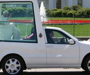 Illustration de l'article La papamobile sera une voiture hybride