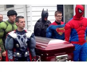 Illustration de l'article Des super héros aux funérailles d'un garçon de 5 ans