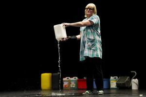 Illustration de l'article «Moi Corinne Dadat», une femme de ménage sur scène