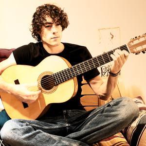 Hugo, propose des cours de guitare