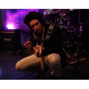 Cours de guitare adaptés au niveau de chacun, musicien expérimenté dans les cours particuliers