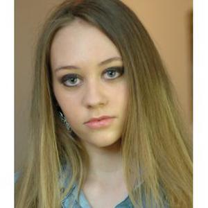 ELISE, 19 ans, baby-sitter