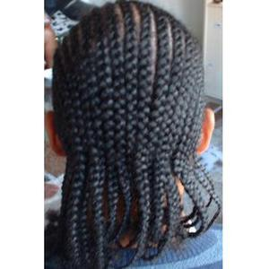 coiffeuse dans les cotes d'Armor (tresses africaines)
