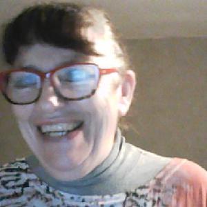 Annick, 58 ans cherche un emploi d'aide aux personnes âgées