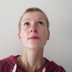 Manon, 20 ans, cherche vos enfants à leur sortie de classe et s'occupe bien d'eux