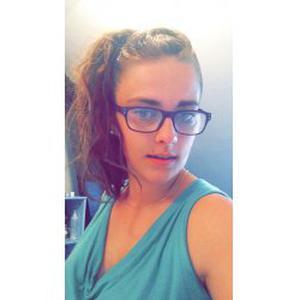 Angélique , 20 ans garde d'enfants