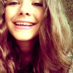 Lora, 16 ans