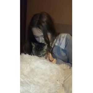 Cynthia, 18 ans, propose promenade et garde d'animaux