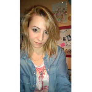 Cassandra, 21 ans, propose de l'aide à domicile ainsi que du baby-sitting
