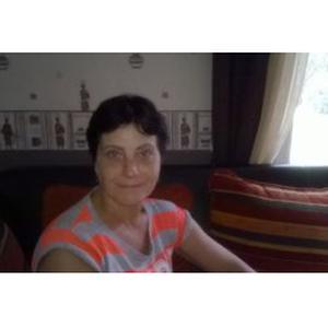 VERONIQUE, 50 ans souhaite rendre service aux personnes âgées