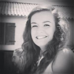 Pauline, 21 ans, recherche des gardes d'enfants sur Pau et les alentours ou un poste d'hôtesse de caisse