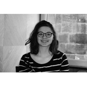 Maia, 18 ans, propose ses services pour la sortie de classe