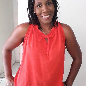 Lina, 38 ans recherche quelques heures de ménage par semaine sur Le Lamentin