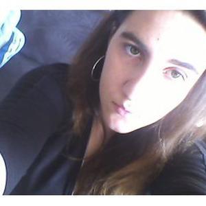 Charlotte, 19 ans, aide les personnes âgées