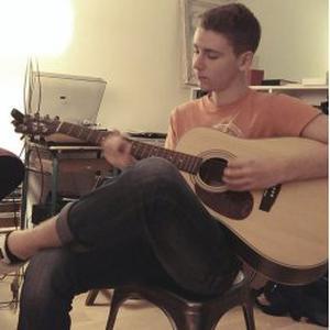 Cours de guitare débutants à domicile sur Paris
