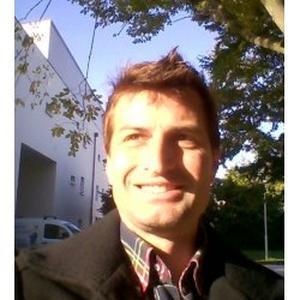Arnaud, 40 ans, se propose en tant qu'agent d'accueil