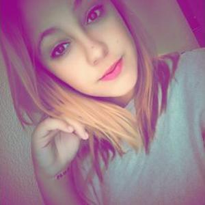 Carla, 18 ans propose service à la personne