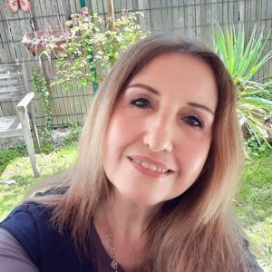 Louise, 49 ans, assistante de vie