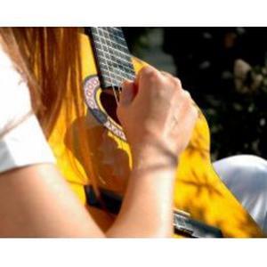 Yohann, 21 ans, guitariste passionné propose des cours de guitare