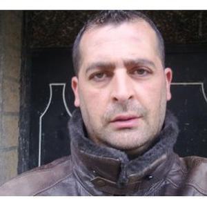 Djamel, 37 ans prêt à accomplir toutes vos tâches ménagères