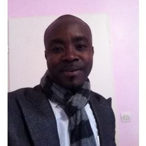 Kossi Nyuiamedi, 36 ans, offre de dépanner vos outils informatiques