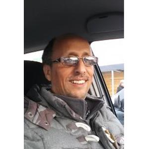 ECH cherki, 47 ans, disponible pour transporter les personnes âgées