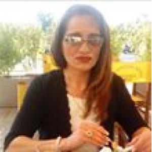 ANNUNZIATA, 46 ans propose des services ménagers
