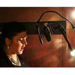 Chanteuse lyrique pro donne cours de chant particuliers