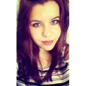 Nathalie, 19 ans donne des cours de piano