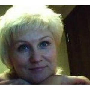 Lana, 54 ans donne des cours de russe