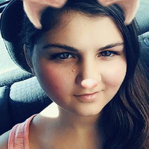 Jessica, 18 ans cherche un ou plusieurs enfant(s) à garder en journée et/ou en soirée.