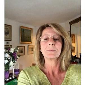Véronique , 55 ans propose ses services pour la beauté de vos mains à petits prix