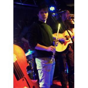 Hadrien, 24 ans donne des cours de flûte