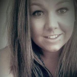 Laura, 20 ans  cherche quelques heures de ménage