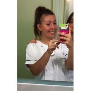 Célia, étudiante infirmière, propose d'aider les personnes âgées