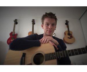 Cours de guitare tous niveaux par professionnel