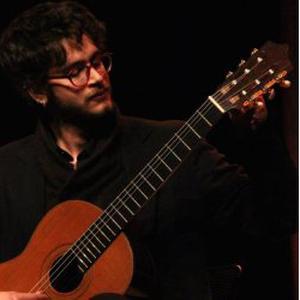 Professeur diplômé du CNRR de Tours, guitariste professionnel donne cours particuliers RENNES