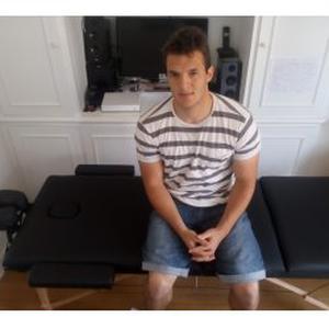Xavier, 22 ans propose des massages thérapeutiques