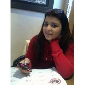 Raghda, 23 ans aide aux devoirs