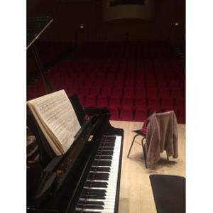 MINHUI, 27 ans donne des cours de piano