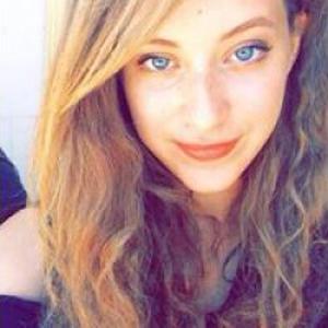 Roza, 21 ans, cours de physique chimie