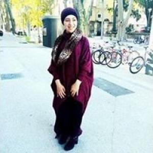 Rym, 20 ans propose des cours d'arabe