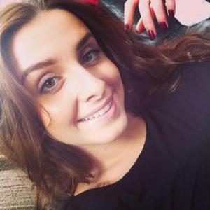 Sarah, 18 ans, propose ménage