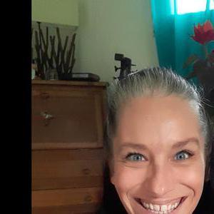 Julie, 39 ans, propose coiffure à domicile