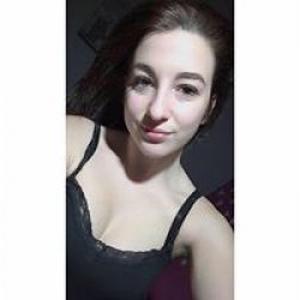 Amélie, 18 ans, recherche un travail ; aide ménagère, garde d'enfant,...